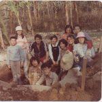 大三時參加人類學系考古田野,田野地點為南投集集。(中間右二,穿紅色上衣者)